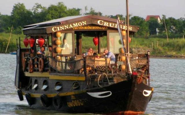 Cinnamon Cruise cooking class